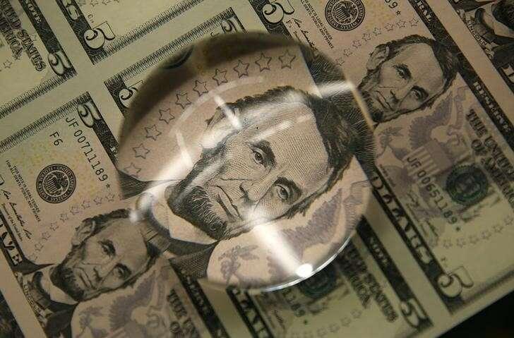 Dolar dryfuje niższe jak Skarbu Państwa Yields Retreat przez Investing.com