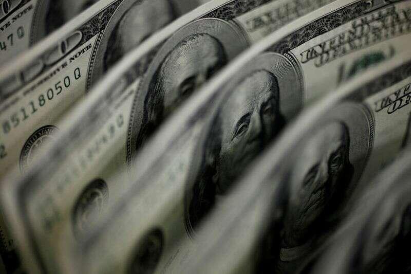 Dolar oscyluje w pobliżu jednego miesiąca, jak polityka Bidena FX nabiera kształtu Reuters