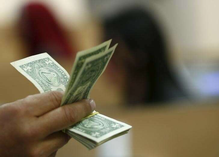Dolar w dół, inwestorzy czekają na reakcję Fed na rosnącą inflację Investing.com