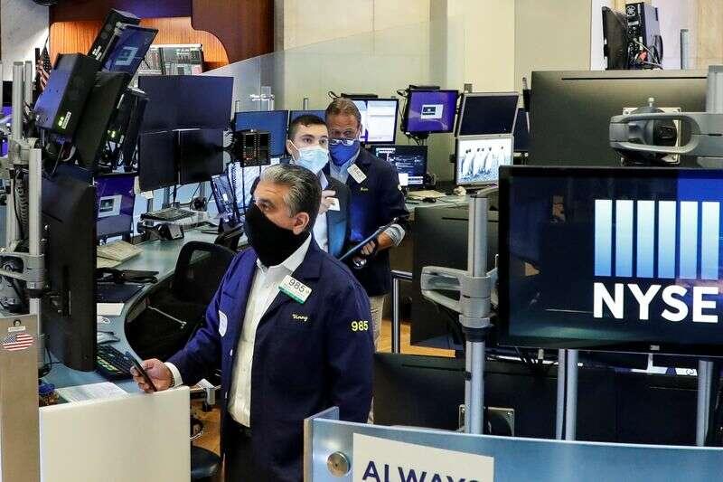 Dow wspina się jako raport o silnych pracach utrzymuje cykle w grze; Tech odbicia przez Investing.com