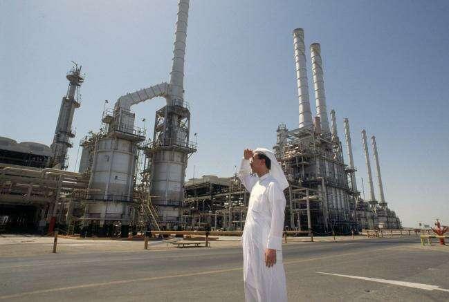 OPEC + Niespodzianka Wysyła ropy naftowej przeszłości Budżetu Zatoki Równoważąc poziomy Przez Bloomberg