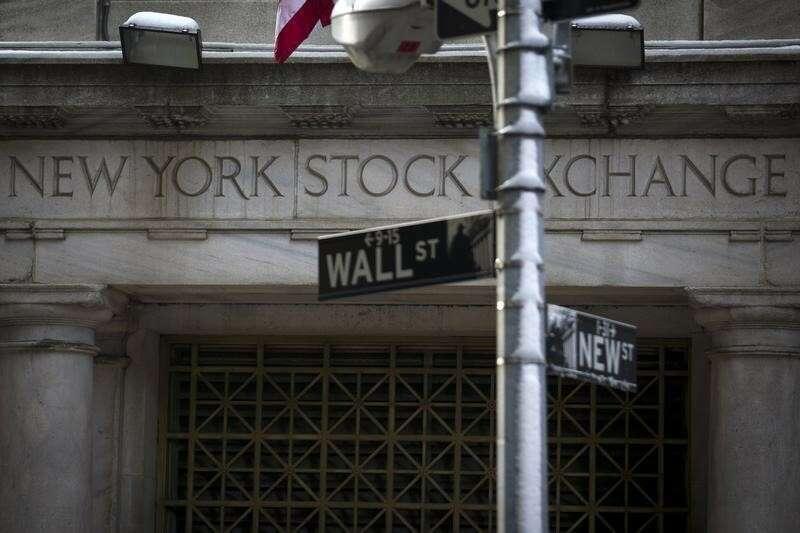 Wall Street otwiera się na rekordowo wysokich poziomach po twin boost z gospodarki; Dow się 220 pkt przez Investing.com