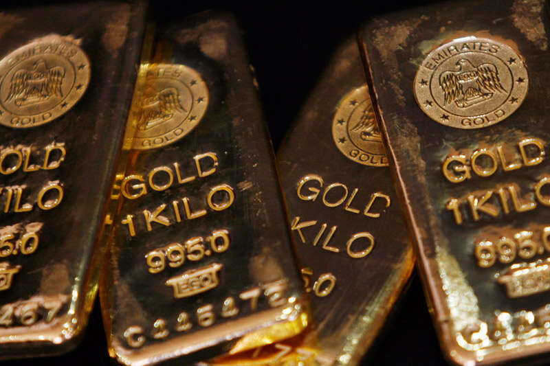 Gold Brushes $1,730 High As U.S. Bond Yields, Dollar Wilt By Investing.com