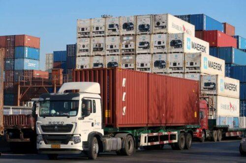 Spowolnienie eksportu w Chinach w lipcu może sygnalizować więcej nierówności przez Reuters