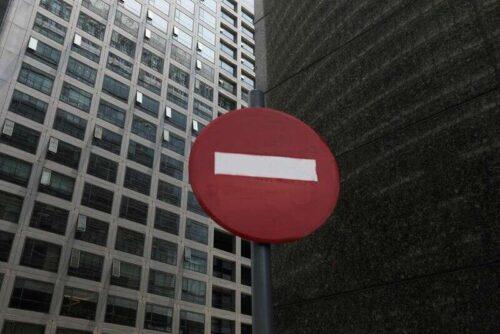 Chiny zatrzymuje ponad 40 IPO, ponieważ bada kancelarię i brokera przez Reuters