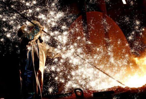 Działalność strefy euro wzrosła w lipcu, ale presja cenowa i podtłuszcz waży przez Reuters