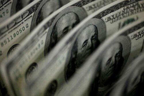 Długie zakłady w Dolarach U.S. Dollar Slip w najnowszym tygodniu -CFTC, Dane Reuters by Reuters