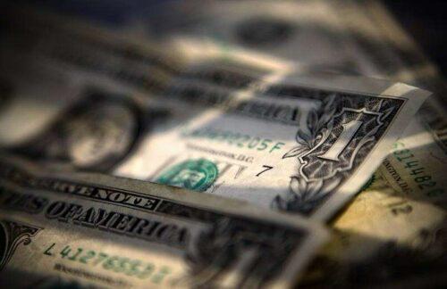 Dollar w dół, w pobliżu ostatnich upadków przed nami i danych ekonomicznych przez inwestycje