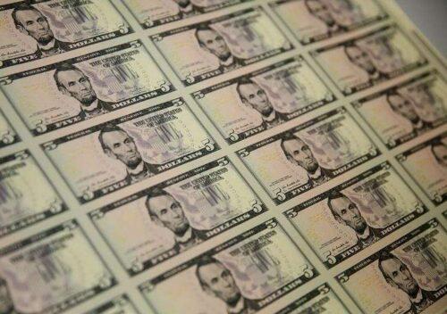 Studia dolara po zyskach inspirowanych płac przez Investing.com