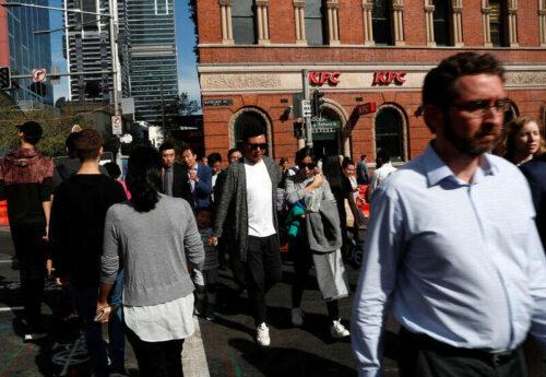 Australijska pewność konsumentów spada na laboratorskie blokady Delta Bloomberg