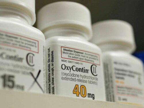 """Purdue\'s Sackler: Rodzina ma \""""odpowiedzialność\"""", aby pomóc ograniczyć kryzys opioid, ale chce osłony odpowiedzialności przez Reuters"""