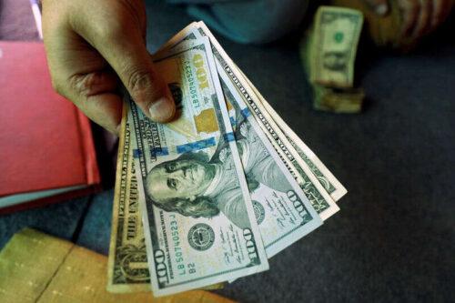 Dollar Up, pozostaje w pobliżu prawie dziesięciu miesięcy z powodu awersji do ryzyka przez Investing.com