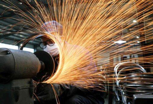 Chiński lipcowy aktywność fabryki Wzrost Slips do 15-miesięcznych niskich - Caixin PMI przez Reuters