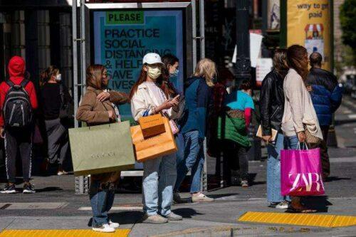 Spadek w sprzedaży detalicznej w USA wskazuje na zmianę usług na usługi Bloomberg