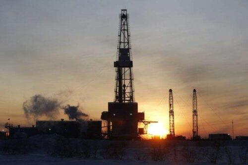 Olej StockPile spadł 1,53 mln baryłek w zeszłym tygodniu: EIA przez Investing.com