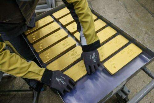 Zbiory złota po danych dotyczących pracy USA są w znacznie poniżej szacunków Bloomberg