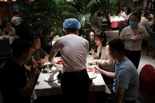 Chiny Sierpień Super Services Slumps w skurczu - Caixin PMI przez Reuters
