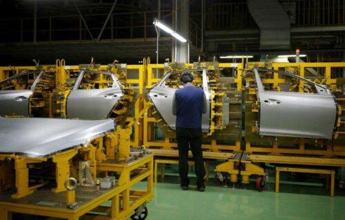 Wzrost fabryki fabryki S.Korea spowalnia jako wyjście kurczy się po raz pierwszy w ciągu 12 miesięcy przez Reuters