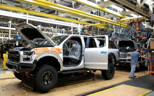 FORD ponownie wykończył produkcję ciężarówki z powodu niedoboru wiórów przez Reuter