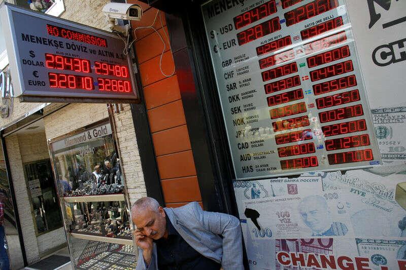 Los poobijanej Lira Turcji wisi z lokalnymi inwestorami Bloomberg