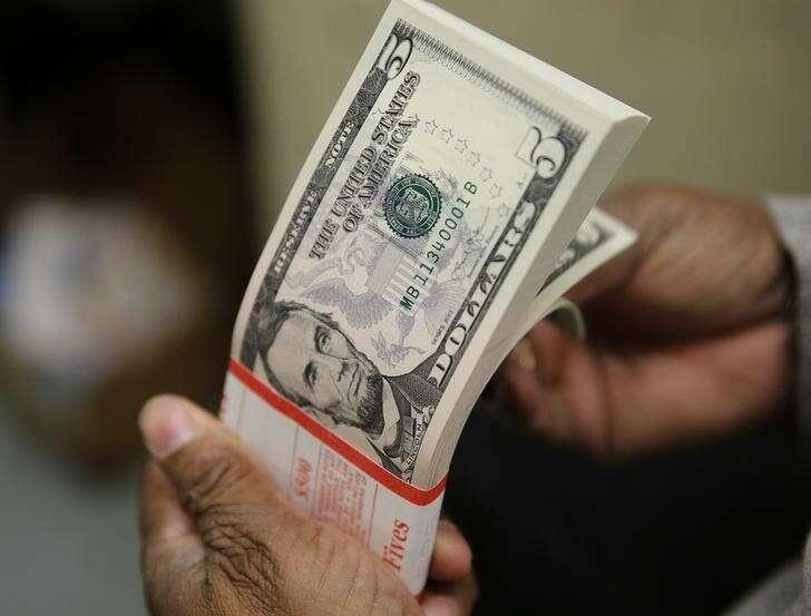 Dolar wznosi się przed zwolnieniem zatrudnienia ADP przez Investing.com